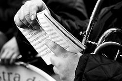 I riti della Settimana Santa a Taranto, musicista con spartito.