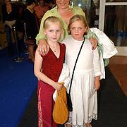 NLD/Amsterdam/20050704 - Premiere Sleeping Beauty on Ice, Marjolein Touw en dochter