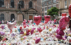 St Ann's Square, Manchester, Sunday 4th June 2017<br /> <br /> Today is the last day that the flora tribute to those killed in the Manchester  Arena bombing will be on show as it has been decided to remove them after the weekend.<br />  <br /> (c) Alex Todd | Edinburgh Elite media