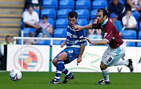 Photo: Daniel Hambury.<br /> Reading v Burnley. Coca Cola Championship.<br /> 29/08/2005.<br /> Reading's Graeme Murty and Burnley's Graham Branch battle for the ball.