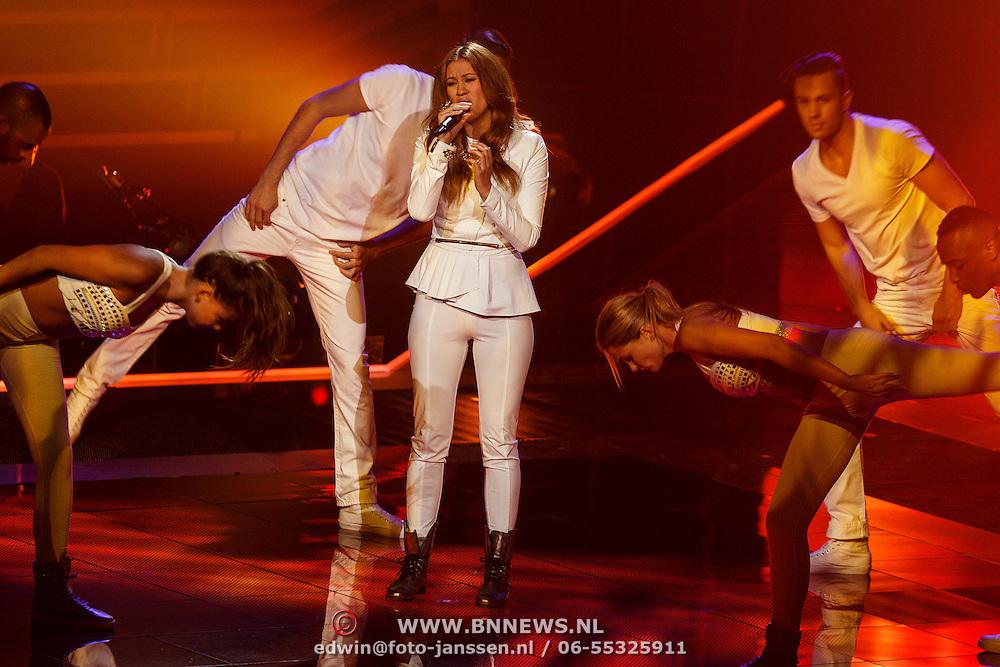 NLD/Hilversum/20131107- The Voice of Holland 1e live uitzending, optrden Nikita Doornbosch
