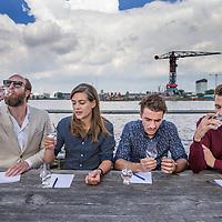 Nederland, Amsterdam, 20 mei 2017.<br /> Gin test.<br /> Op de foto: het gin test panel bestaande uit v.l.n.r. Alfred van Beeck, Tess Posthumus, Wilson Pires en Frederic Du Bois.<br /> <br /> <br /> <br /> Foto: Jean-Pierre Jans