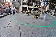 Nederland, Nijmegen, 28-8-2020  De gemeente nijmegen heeft een groene lijn door de stad laten lopen om hiermee een toersitische en historische wandelroute te markeren . Er zijn wisselende meningen over de slingerende markering  .Foto: ANP/ Hollandse Hoogte/ Flip Franssen