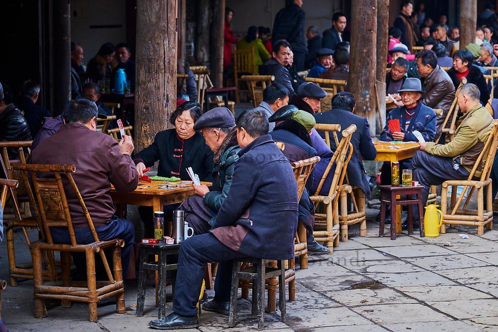 Chine, Province du Sichuan, ancien village des environs de Chengdu, maison de thé // China, Sichuan province, ancient town around Chengdu, old tea house