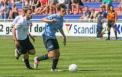 FODBOLD: Svande Bernstein (Helsingør) med bolden under kampen i Kvalifikationsrækken, pulje 1, mellem Elite 3000 Helsingør og Lyngby Boldklub den 10. juni 2006 på Helsingør Stadion. Foto: Claus Birch