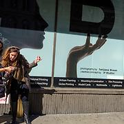 Midtown Manhattan. April 23, 2018. #photoobserve #canpubphoto #in_public_collective #in_public_sp #observecollective #lensculturestreets#everybodystreet #streetlife_award#burnmyeye #streetsgrammar#nycspc#streetphotography#newyorkcity#streetleaks#wearethestreet#ourstreets#storyofthestreet#cityclickr#scotsurbeckphotographer