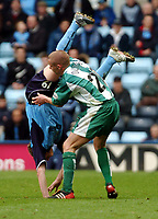 Fotball<br /> Picture: Henry Browne, Digitalsport.<br /> Norway Only<br /> <br /> Date: 10/04/2004.<br /> Coventry City v Millwall Nationwide Division One.<br /> <br /> Alan Dunne of Milwall gets hold of Cov's Gary McSheffrey.