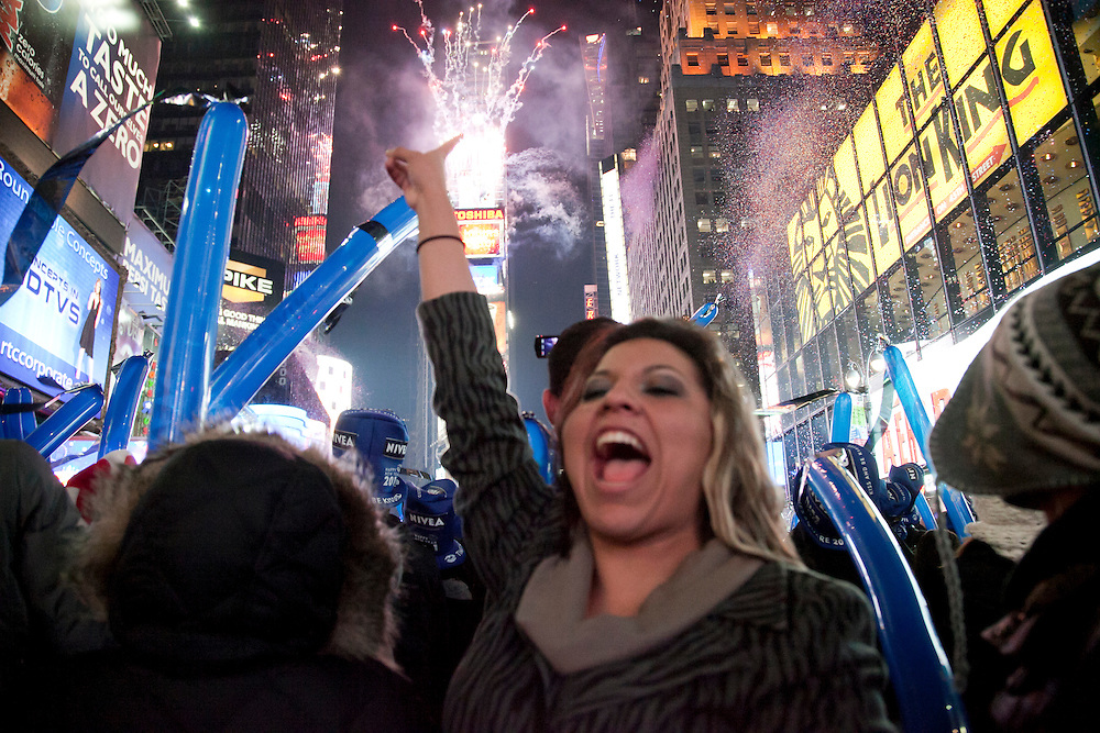 Thousands of people  packed the Times Square for A Happy New Year 2011.