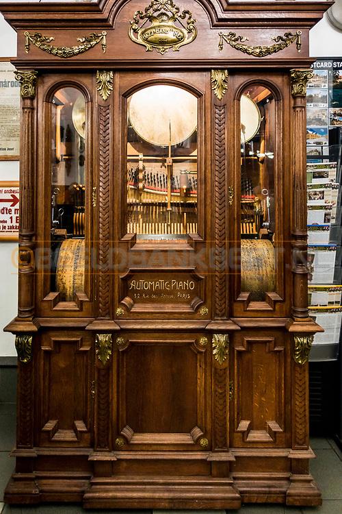 18-09-2015: Restaurace Stara Myslivna Konopiste in Benesov, Tsjechië.<br /> Foto: Automatische (draai)orgel