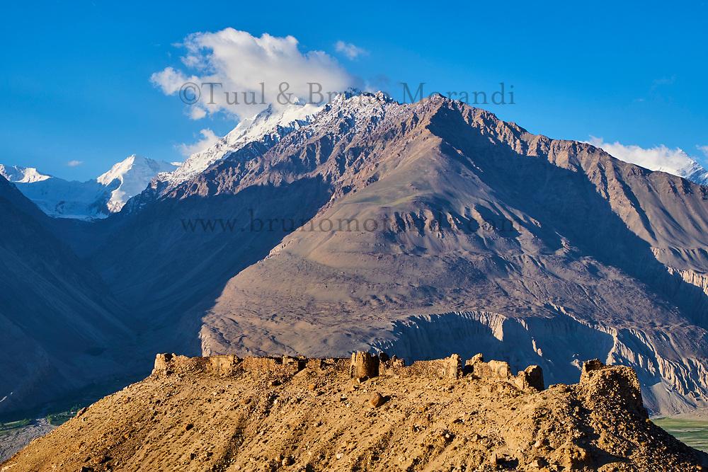 Tadjikistan, Asie centrale, Gorno Badakhshan, Haut Badakhshan, le Pamir, la forteresse de Yamtchun dans la vallée du Wakhan, la rivière Panj sépare le Tadjikistan et l'Afghanistan // Tajikistan, Central Asia, Gorno Badakhshan, the Pamir, Yamtchun fortress in Wakhan valley, Panj river between Tajikistan and Afghanistan