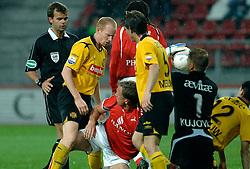 09-05-2007 VOETBAL: PLAY OFF: UTRECHT - RODA: UTRECHT<br /> In de play-off-confrontatie tussen FC Utrecht en Roda JC om een plek in de UEFA Cup is nog niets beslist. De eerste wedstrijd tussen beide in Utrecht eindigde in 0-0 / Ruzie tussen Vincent Lachambre en Tim Cornelisse<br /> ©2007-WWW.FOTOHOOGENDOORN.NL