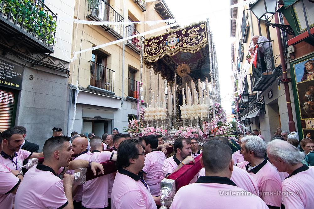 Madrid, Spain. 23rd June, 2018. Members of the brotherhood taking a break at Nuncio street in Madrid. © Valentin Sama-Rojo