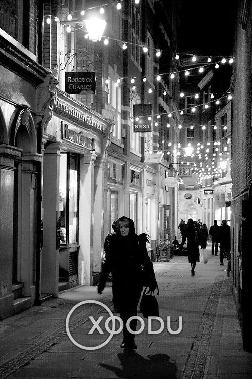 London alley, London, England (December 2004)