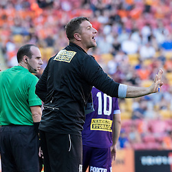 BRISBANE, AUSTRALIA - OCTOBER 30: Perth Glory assistant coach communicates with Liam Reddy of the Glory during the round 4 Hyundai A-League match between the Brisbane Roar and Perth Glory at Suncorp Stadium on October 30, 2016 in Brisbane, Australia. (Photo by Patrick Kearney/Brisbane Roar)