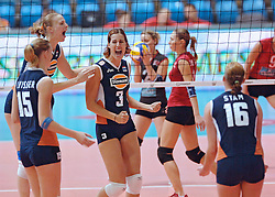 25-09-2005 VOLLEYBAL: EK DAMES: NEDERLAND-TURKIJE: ZAGREB CROATIA<br /> <br /> Nederlan wint de laatste wedstrijd met 3-1 van Turkije en wordt 5de op het EK - <br /> <br /> ©2005-WWW.FOTOHOOGENDOORN.NL