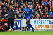 Wes Morgan of Leicester City goes forward as instructed by his Leicester city manager Claude Puel (l). Premier league match, Stoke City v Leicester City at the Bet365 Stadium in Stoke on Trent, Staffs on Saturday 4th November 2017.<br /> pic by Chris Stading, Andrew Orchard sports photography.