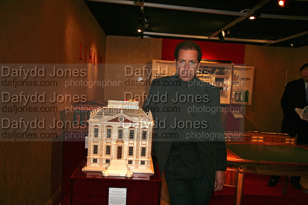 VISCOUNT LINLEY WITH MAVISBANK  HOUSE JEWELRY BOX, Private Preview of the Grosvenor House Art and Antiques Fair. 13 June 2007.  -DO NOT ARCHIVE-© Copyright Photograph by Dafydd Jones. 248 Clapham Rd. London SW9 0PZ. Tel 0207 820 0771. www.dafjones.com.