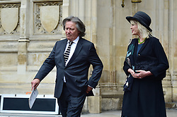 Joanna Lumley, Stephen Barlow  beim Gedenkgottesdienst f¸r Terry Wogan im Westminster Abbey in London / 270916<br /> <br /> ***Memorial service for Terry Wogan at Westminster in London, September 27th, 2016***