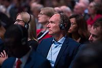 """DEU, Deutschland, Germany, Berlin, 25.11.2019: Der Gründer des World-Wide-Web, Sir Tim Berners-Lee, beim Internet Governance Forum (IGF) der UN im Hotel Estrel. Das IGF steht unter dem Motto """"One World. One Net. One Vision."""" und zielt darauf ab, das globale und freie Internet zu erhalten."""