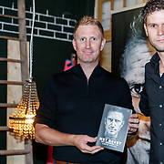 NLD/Amsterdam/20180501 - Boekpresentatie van HET BEEST  - Het wielerleven van Lieuwe Westra, boek overhandiging door Thomas Sijtsma aan Lieuwe
