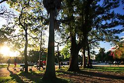 O Parque Farroupilha é o mais antigo e ao mesmo tempo o mais moderno, o mais poético e o mais romântico parque de Porto Alegre. O Parque da Redenção, como é conhecido está para Porto Alegre assim como o Parque Ibirapuera para São Paulo, ou o Central Park para New York, ou o Hyde Park para Londres.<br /> <br /> FOTO:Jefferson Bernardes/Preview.com