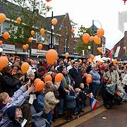 Koninginnedag 2002 Huizen, ballonnen oplaten