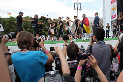 15.07.2014, Brandenburger Tor, Berlin, GER, FIFA WM, Empfang der Weltmeister in Deutschland, Finale, im Bild Die deutsche Fussballnationalmannschaft feiert mit den Fans. // during Celebration of Team Germany for Champion of the FIFA Worldcup Brazil 2014 at the Brandenburger Tor in Berlin, Germany on 2014/07/15. EXPA Pictures © 2014, PhotoCredit: EXPA/ Eibner-Pressefoto/ Hibbeler<br /> <br /> *****ATTENTION - OUT of GER*****