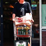 Viola Holt gaat winkelen in Heteren na face-lift
