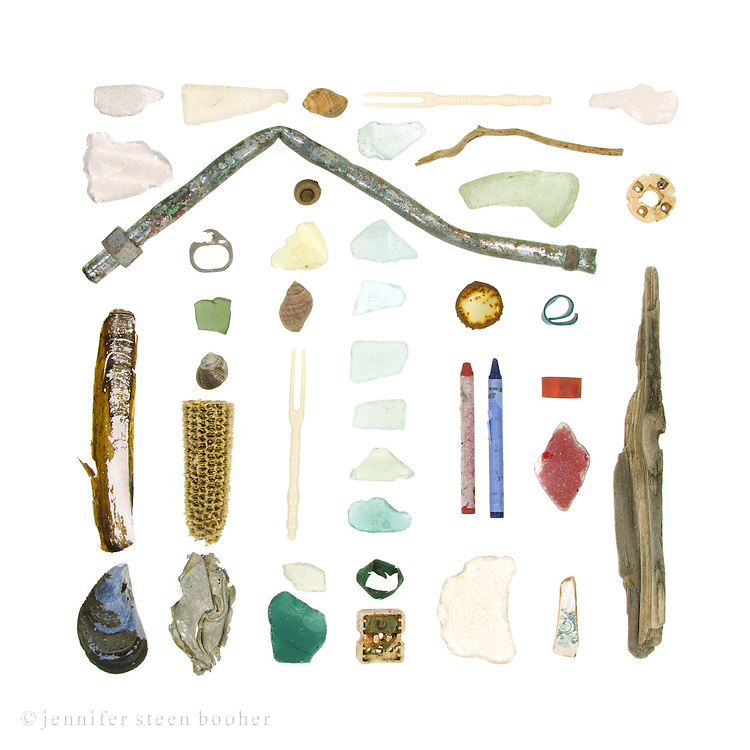 Sea glass, Razor Clam (Ensis directus), Blue Mussel (Mytilus edulis), bent pipe, soda can tab, Common Periwinkle (Littorina littorea), corn cob, crumpled aluminum, Dog Whelks (Nucella lapillus), acorn (quercus sp.), milk glass, plastic lobster forks, lobster-claw bands, electronic piece, driftwood, bottle cap, crayons (probably here because they are given to children at restaurants, and most of the garbage on this beach is from the waterfront restaurants), china shard, and a round ceramic thing that is probably some sort of insulator.