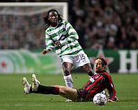 Photo: Paul Thomas.<br /> Glasgow Celtic v AC Milan. UEFA Champions League. Last 16, 1st Leg. 20/02/2007.<br /> <br /> Evander Sno (L) of Celtic gets the pass away from Massimo Ambrosini of Milan.