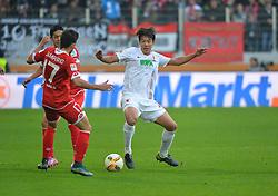 31.10.2015, WWK Arena, Augsburg, GER, 1. FBL, FC Augsburg vs 1. FSV Mainz 05, 11. Runde, im Bild Zweikampf zwischen v.l. Jairo #17 (FSV Mainz 05) und Hong Jeong-Ho #20 (FC Augsburg) // during the German Bundesliga 11th round match between FC Augsburg and 1. FSV Mainz 05 at the WWK Arena in Augsburg, Germany on 2015/10/31. EXPA Pictures © 2015, PhotoCredit: EXPA/ Eibner-Pressefoto/ Hiermayer<br /> <br /> *****ATTENTION - OUT of GER*****