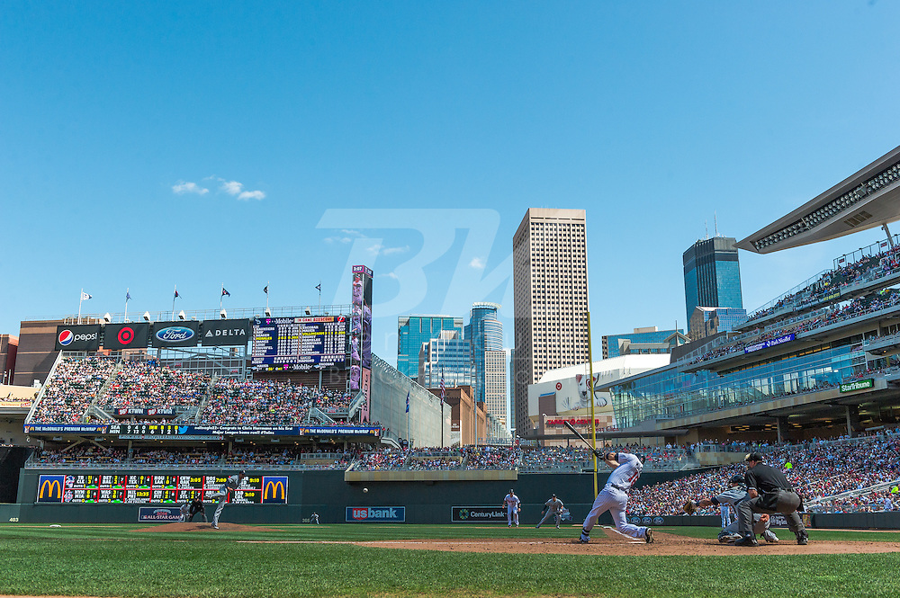 Josh Willingham #16 of the Minnesota Twins bats against the Seattle Mariners on June 2, 2013 at Target Field in Minneapolis, Minnesota.  The Twins defeated the Mariners 10 to 0.  Photo: Ben Krause