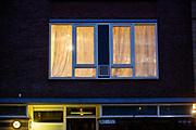De politie doet onderzoek in de woning aan de Oudenoord in Utrecht waar de verdachte van de schietpartij in de tram in Utrecht is aangehouden.