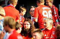 Fotball , Showkamp , Ullevaal Stadion  ,  Lørdag 7. august 2013 , <br /> Vålerenga IF - Liverpool FC <br /> Liverpools eier John W. Henry , tok seg god tid til å hilse på og ta bilder med de røde supporterene . <br /> Foto: Sjur Stølen / Digitalsport