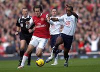 Photo: Olly Greenwood.<br />Arsenal v Tottenham Hotspur. The Barclays Premiership. 02/12/2006. Arsenal's Tomas Rosicky and Tottenham's Didier Zokora