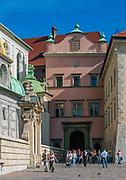 Brama Bartłomieja Berrecciego - brama wjazdowa Zamku Królewskiego na Wawelu, prowadząca na dziedziniec arkadowy, Kraków, Polska<br /> Bartłomiej Berrecki's Gate - the entrance gate of the Wawel Royal Castle, leading to the arcaded courtyard, Cracow, Poland