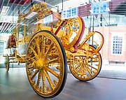 AMSTERDAM, 15-06-2021 , Amsterdam Museum <br /> <br /> Tentoonstelling De Gouden Koets in het Amsterdam Museum. Na een restauratie van ruim vijf jaar is de Gouden Koets voor het eerst weer voor publiek te zien. Het rijtuig wordt tot en met 27 februari 2022 in bruikleen gegeven aan het Amsterdam Museum. Daarmee keert de koets tijdelijk terug naar Amsterdam, de stad die hem in 1898 aan koningin Wilhelmina schonk.