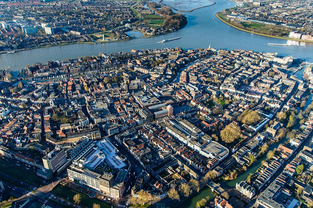 Nederland, Zuid-Holland, Dordrecht, 07-02-2018; Eiland van Dordrecht, samenstroom van Oude Maas (links), Beneden-Merwede (rechts) en de Noord. In het verschiet het eiland van de Sophiapolder. Historische binnenstad Dordrecht in de voorgrond.<br /> Dordrecht Island with confluende of three rivers.<br /> <br /> luchtfoto (toeslag op standard tarieven);<br /> aerial photo (additional fee required);<br /> copyright foto/photo Siebe Swart<br /> Dordrecht Island with confluende of three rivers.<br /> <br /> luchtfoto (toeslag op standard tarieven);<br /> aerial photo (additional fee required);<br /> copyright foto/photo Siebe Swart