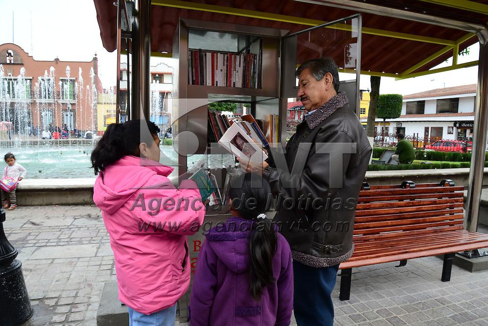 Metepec, Méx.- El ayuntamiento de Metepec realizó la entrega de 10 módulos al aire libre en donde la población podrá disfrutar de diversos títulos de la literatura universal y clásicos infantiles. Agencia MVT / Crisanta Espinosa