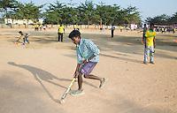 KHUNTI (Jharkhand) -  Finaledag Interschool Hockey League 2016. ONE MILLION HOCKEY LEGS  is een project , geïnitieerd door de Nederlandse- en Indiase overheid, met het doel om trainers en coaches op te leiden en  500.000 kinderen in India te laten hockeyen.  Ex international Floris Jan Bovelander  is een van de oprichters en het gezicht van OMHL.  KOEN SUYK