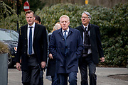 Uitvaart Mies Bouwman in een crematorium in Leusden.<br /> <br /> Op de foto:  Andre van Duin met partner Martin en  Ron Brandsteder