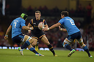Scott Williams of Wales looks to go past Italy's Francesco Minto (l) and Alessandro Zanni (r). Wales v Italy, RWC warm up international match at the Millennium Stadium in Cardiff ,South Wales on Saturday 5th Sept  2015. pic by Andrew Orchard, Andrew Orchard sports photography.