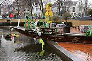 """Prinses Maxima is aanwezig bij de opening van de internationale kunstmanifestatie 'Ja Natuurlijk - hoe kunst de wereld redt' in en om het Gemeentemuseum, het GEM en het Fotomuseum in Den Haag. <br /> <br /> Princess Maxima attends the opening of the international art 'Yes of course - how art saves the world """"and to the Municipal Museum, the GEM and the Photography Museum in The Hague.<br /> <br /> Op de foto / On the photo:  Tentoonstelling / exibition"""