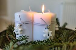 THEMENBILD - am Adventkranz brennt die erste Kerze, aufgenommen am 03. Dezember 2017, Kaprun, Österreich // The first candle burns on the Advent wreath on 2017/12/03, Kaprun, Austria. EXPA Pictures © 2017, PhotoCredit: EXPA/ Stefanie Oberhauser