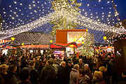 Weihnachtsmarkt am Kolner Dom / Cologne Cathedral  Christmas Market, Cologne.