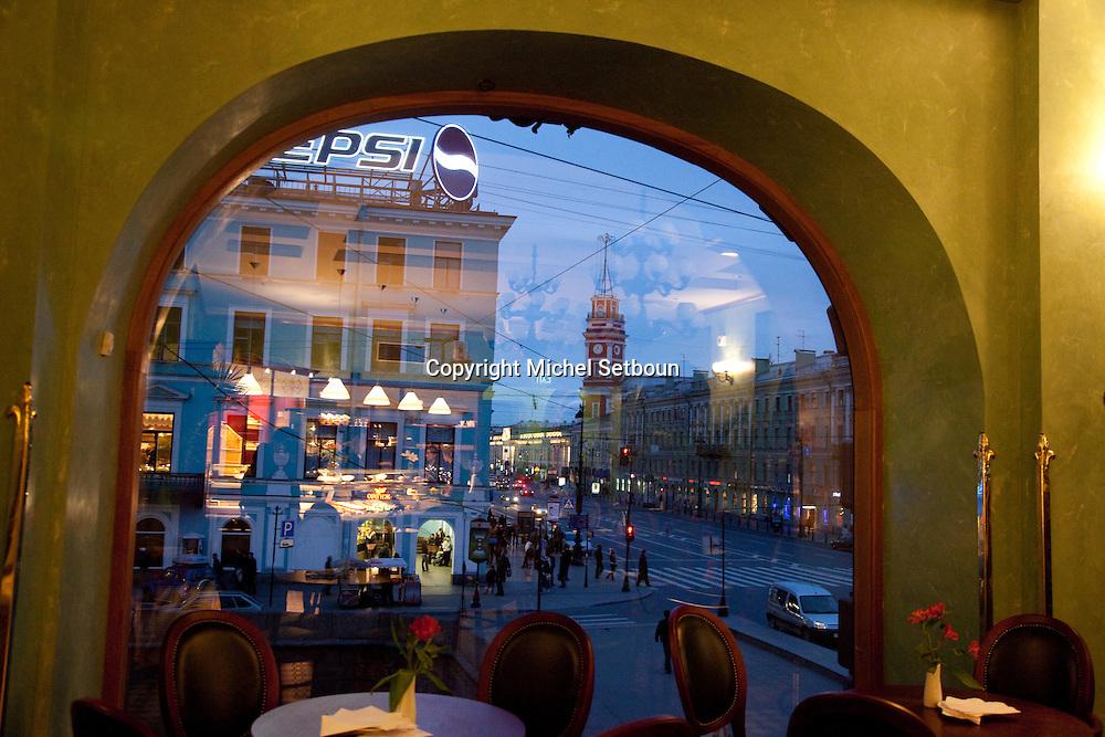 cafe in the singer building art deco obverlooking Newski propspect, newsky avenue, .///.le cafe de l immeuble  Singer art deco  a une vue remarquable sur l avenue Newki prospect