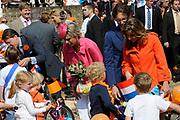 Koninginnedag 2011 in het  Limburgse plaatsjeThorn (witte dorp) // Queen's Day 2011 in the southern of Holland ( Limburg). The Royal family is visiting the small white village Thorn.<br /> <br /> Op de foto / On the photo:  Prinses Laurentien en Prins Constantijn , Prins Bernhard en Prinses Annette