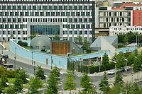 01 JUL 2004, BERLIN/GERMANY:<br /> Kindergarten des Deutschen Bundestages, vom Kanzleramt aus gesehen<br /> IMAGE: 20040701-02-039