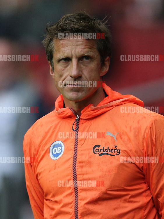 FODBOLD: Cheftræner Troels Bech (OB) før kampen i Superligaen mellem FC København og OB den 18. maj 2014 i Parken, København. Foto: Claus Birch