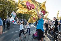 """13 OCT 2018, BERLIN/GERMANY:<br /> Kinder halten grossen Flaggen aus Rettungsfolie in den Wind, mit denen auf das Schicksal der Fluechtlinge hingewiesen werden soll, sie werden oft zur Erstversorgung gegen Auskuehlung ist diese Decken gehüllt, Demonstration """"#unteilbar"""" - """"Solidaritaet statt Ausgrenzung - fuer eine offene und freie Gesellschaft"""", Gertraudenstrasse / Strasse des 17. Juni<br /> IMAGE: 20181013-01-026<br /> KEYWORDS: Demo"""